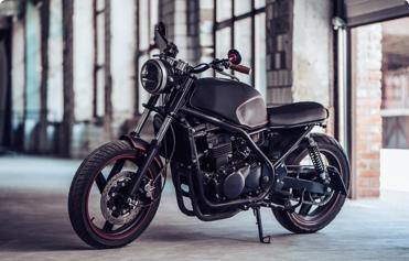 (image) photo d'une belle moto sur béquille
