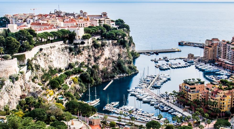(image) le port de Monaco vue d'en haut