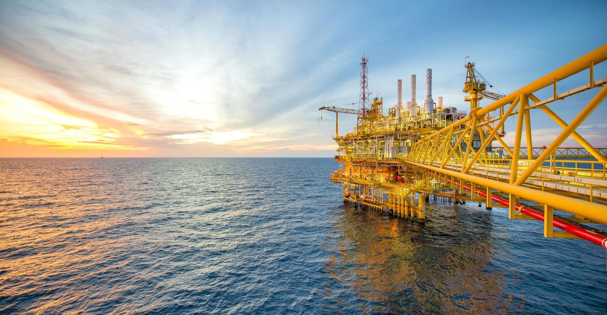 plateforme petroliere offshore jaune